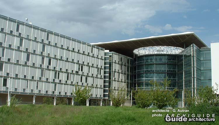 Architecture dans l 39 ex ville nouvelle de cergy pontoise for Piscine rue de pontoise