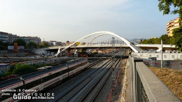 Santiago calatrava archiguide for Gimnasio bac de roda