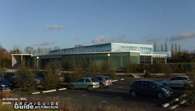 Bvl architecture arnaud bouet jean pierre vidal patrick for Aqualorn piscine landerneau