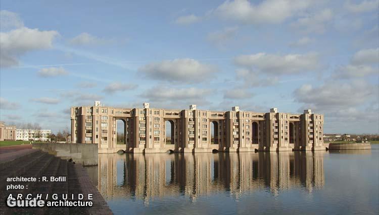 Architecture dans la ville nouvelle de saint quentin en for Piscine montigny le bretonneux horaires